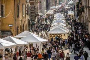 Fiera dei Morti nelle vie del centro storico di Perugia
